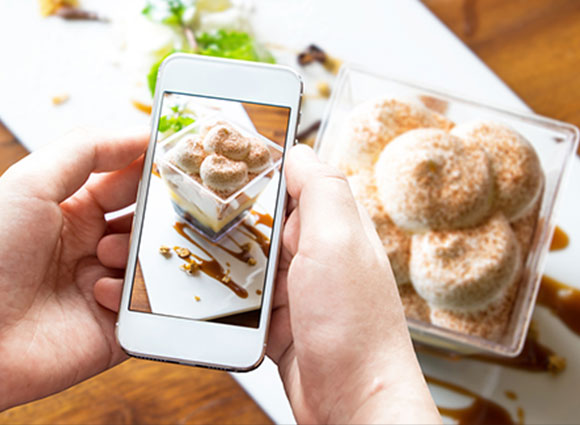Technology Continues to Change Eating Out